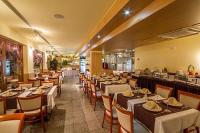 4* Hotel Corvus Aqua étterme Gyopárosfürdőn bőséges ételválasztékkal