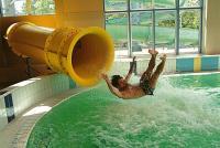 Élménymedence és jacuzzi a 4* Corvus Aqua Wellness Hotelben Orosházán