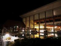 Wellness és Termál Hotel Bük - esti kép a külső medencéről