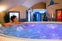 Hotel Kristály jakuzzi-ja a Balatonnál Keszthelyen
