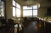 Vital Hotel Nautis étterme Gárdonyban kilátással a Velencei-tóra
