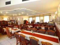 Hotel Korona étterme Eger belvárosában szállóvendégeknek félpanzióval