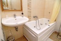 Jacuzzis fürdőszoba a Panoráma Hotel apartmanjában Eger belvárosában