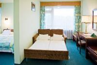 Hotel Szieszta családi szobája 2 felnőtt 2 gyerek részére, panorámás erkélyes szobában, Sopronban