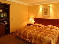 Siófoki wellness Hotel Azúr 4* szabad kétágyas szobája a Balatonnál